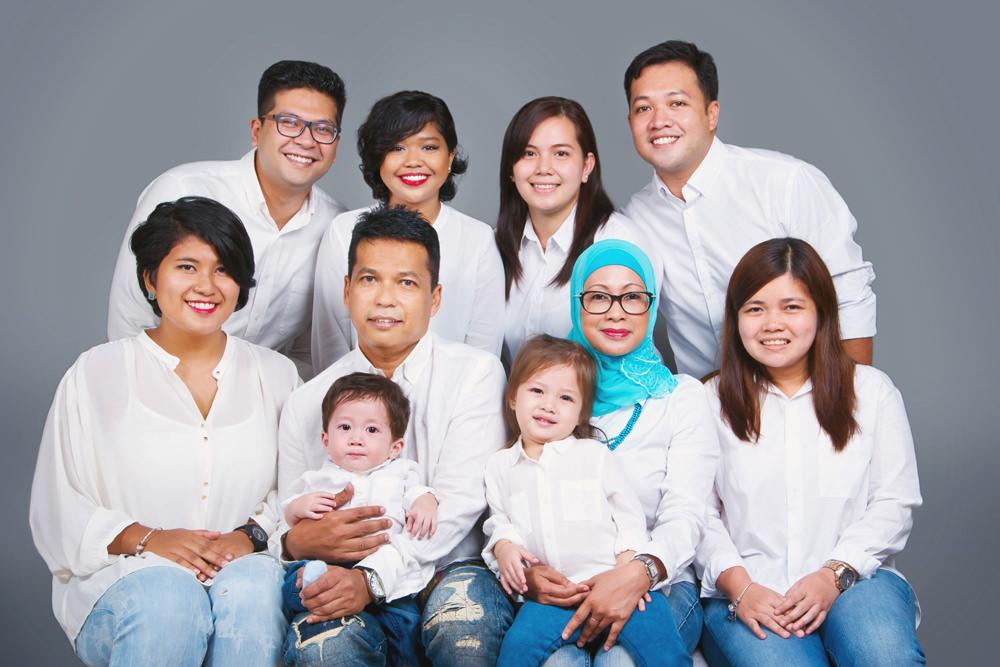 Extended family portrait studio singapore big family portrait