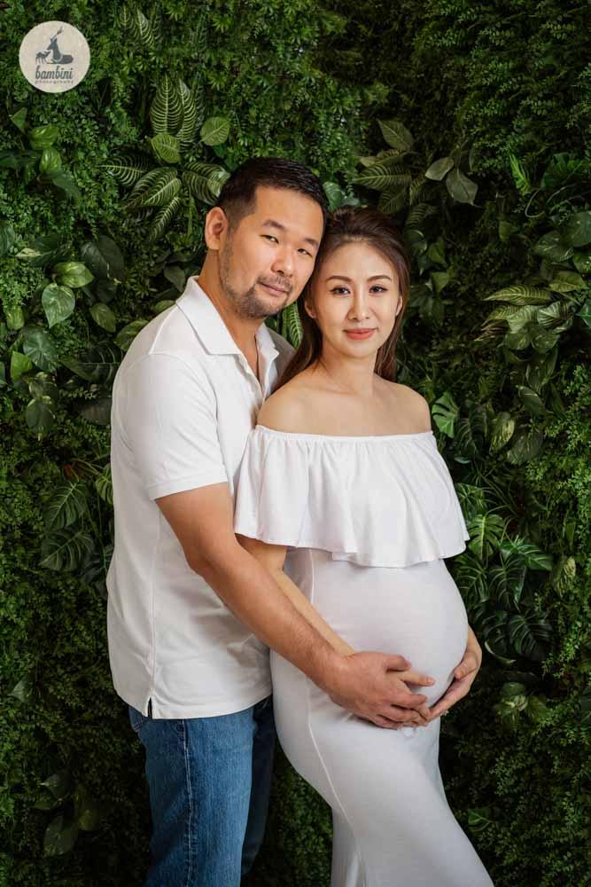 Maternity Photography_Green Wall