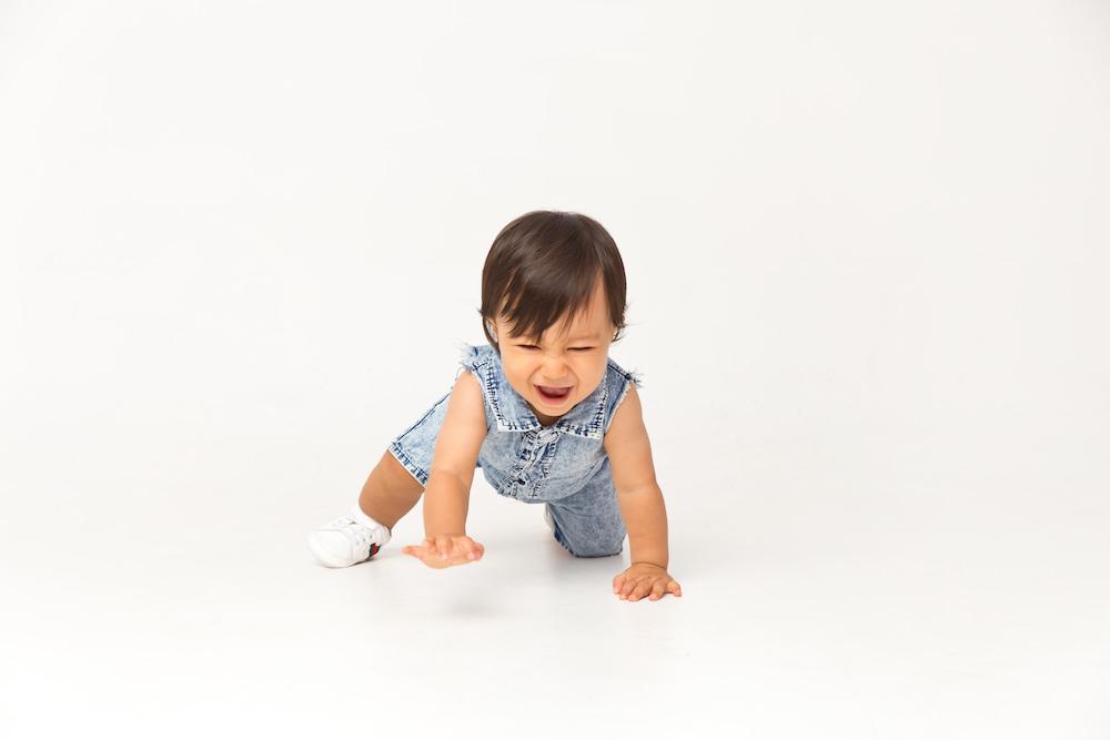baby portrait crawl1